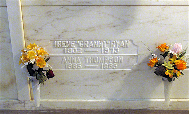 ACTRESS IRENE RYAN S GRAVE