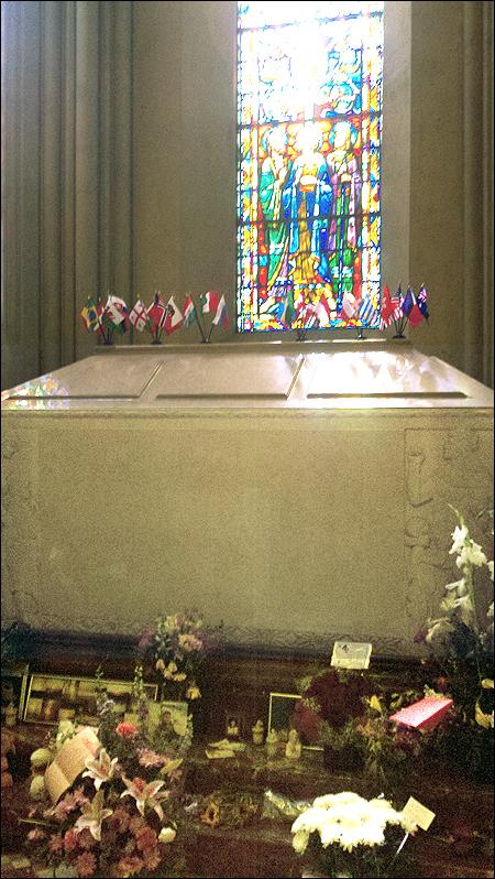 Michael jackson s grave june 2012 photo