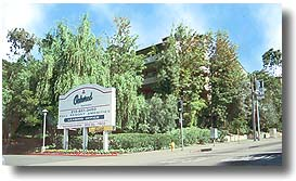The Oakwood A Cluster Of 1 151 Apartments In Toluca Lake District North Hollywood Is Conveniently Located Between Warner Bros Studios And Universal