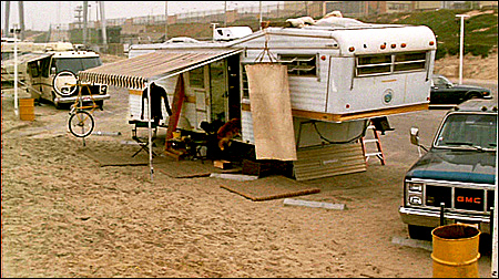 After Seeing Dannys Proper Family Home We Next Cut To Sgt Martin Riggs Mel Gibson A Somewhat Dilapidated Trailer On The Beach Where Lives